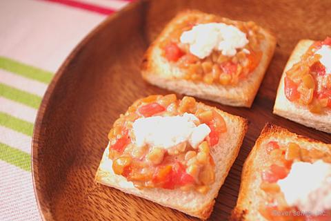 納豆とトマトチーズのトースト